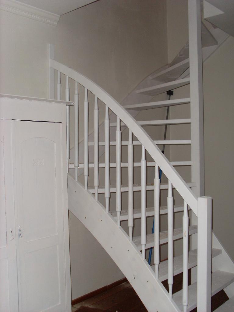 Houten trappen bouwpakkettrappen en doe het zelf trappen - Houten trap ...