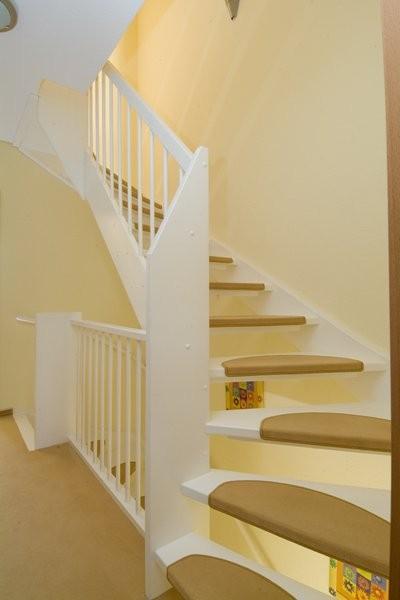 Houten trappen bouwpakkettrappen en doe het zelf trappen for Zelf zoldertrap maken